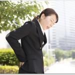 腰部脊柱管狭窄症が腰痛の原因?専門医を受診して鑑別を。