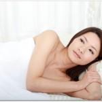 腰痛持ちの人の寝方はうつ伏せが良いのか?うつ伏せより横向きで足を曲げて寝る体勢の方がオススメです