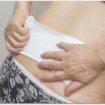 腰痛の湿布のおすすめや貼り方とは?急性のぎっくり腰には冷湿布を腰全体に貼り慢性的な腰痛には血流をよくする温湿布が良い