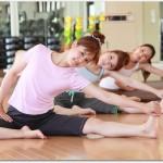 腰痛には柔軟が効果あり?痛みがないときには腹筋を強化したり椅子に座りながら柔軟したりすると良い?