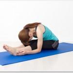 腰痛を改善させるポーズとは?前屈ポーズで腰回りの筋肉をほぐすと良い?