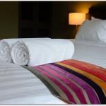 腰痛時の寝方にはバスタオルを使うと良い?腰に巻くだけでも楽になれる?